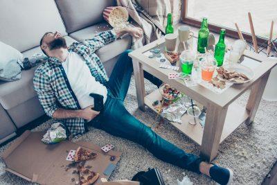 drunk man - i rischi di pubblicare foto imbarazzanti sui social network