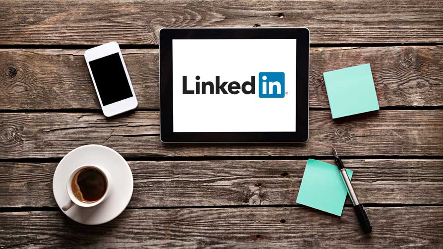 chiedere una referenza su linkedin