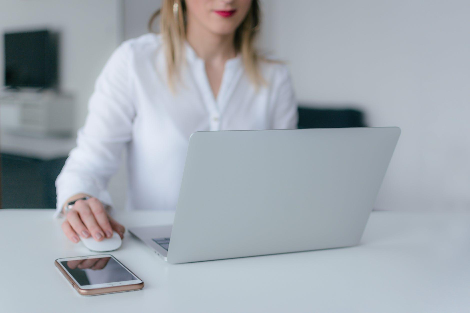candidata cerca lavoro online