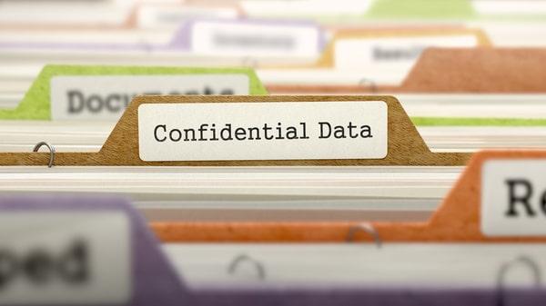 """cartellina di cv con etichetta """"dati sensibili"""""""