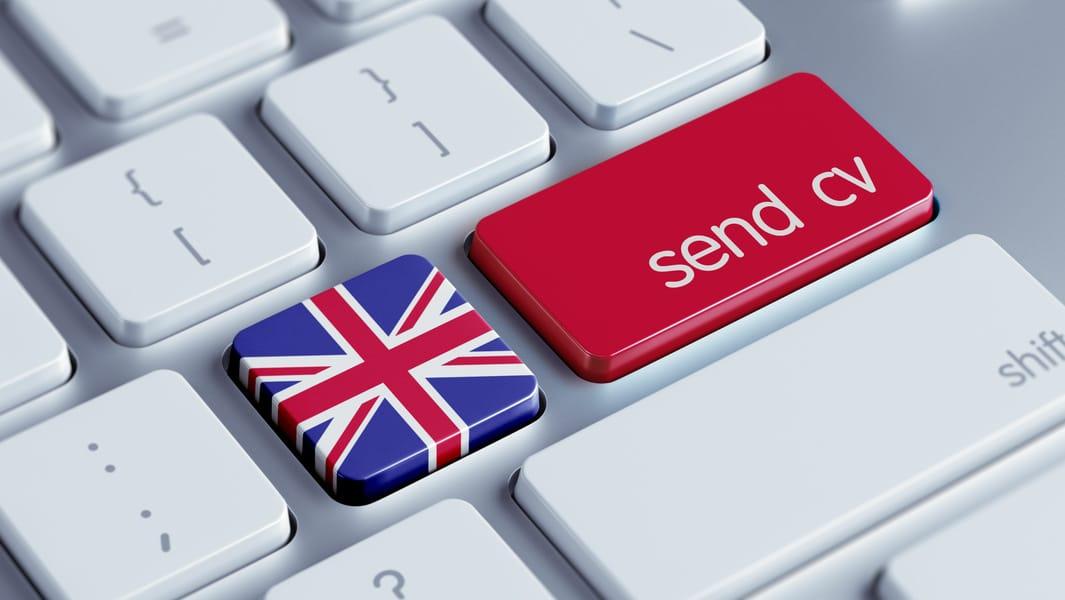 tastiera con bandiera gran bretagna e send cv, invia il cv in inglese