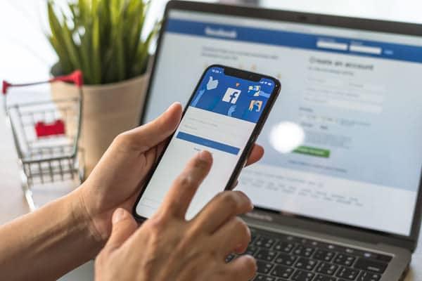 candidato cerca lavoro su facebook